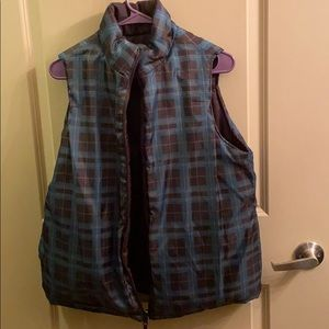 🐈Reversible brown and teal plaid puffer vest
